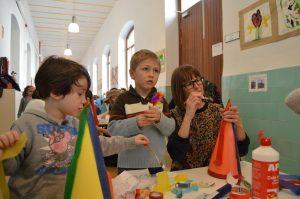 Tarde de talleres en Educación Infantil. Preparando el Carnaval.